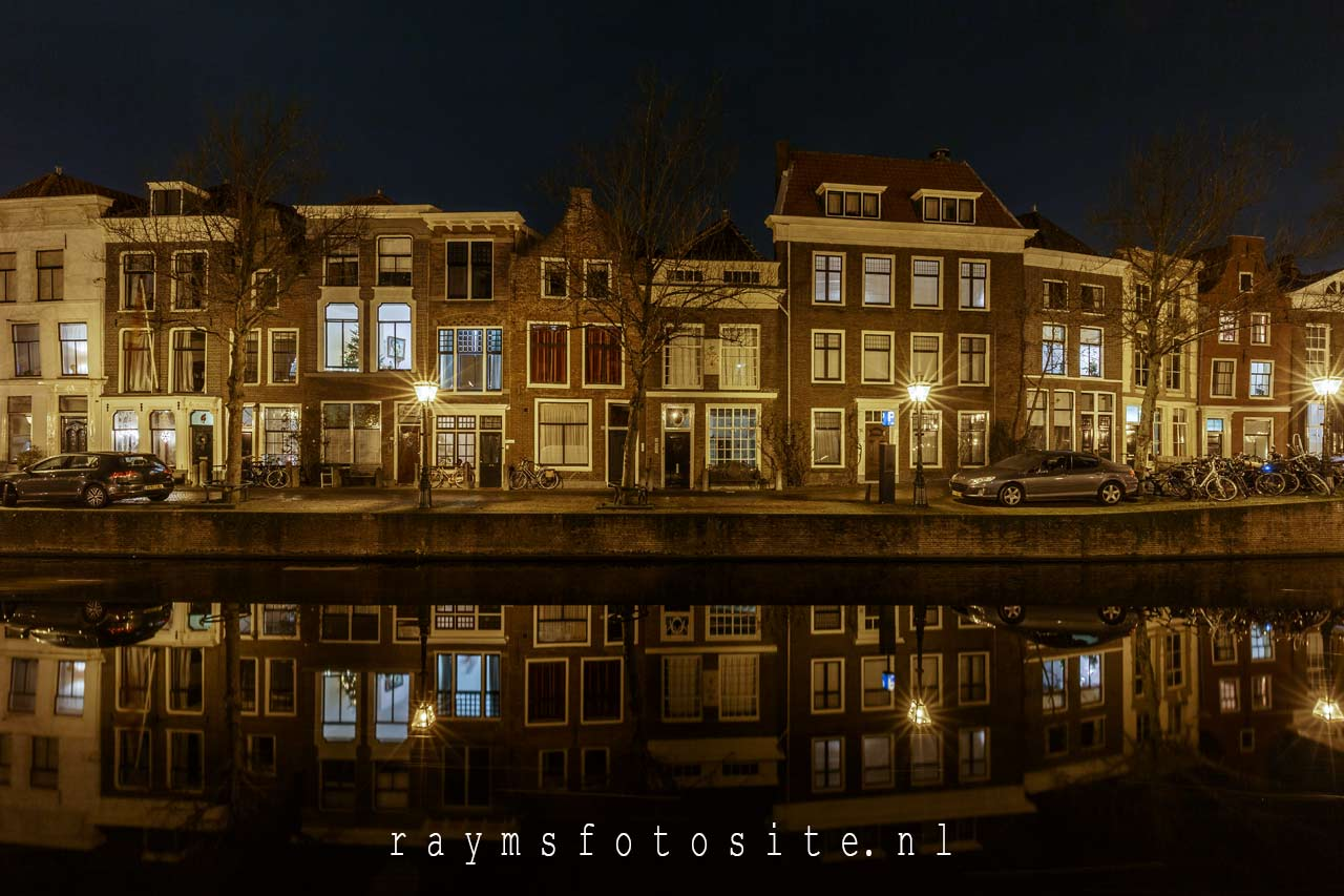 Leiden Rapenburg avondfotografie. Canon 16-35 mm F4 L IS USM