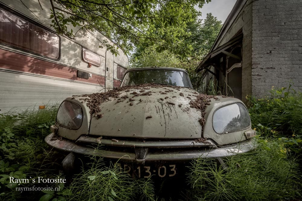 Lost Citroen DS urbexlocatie.