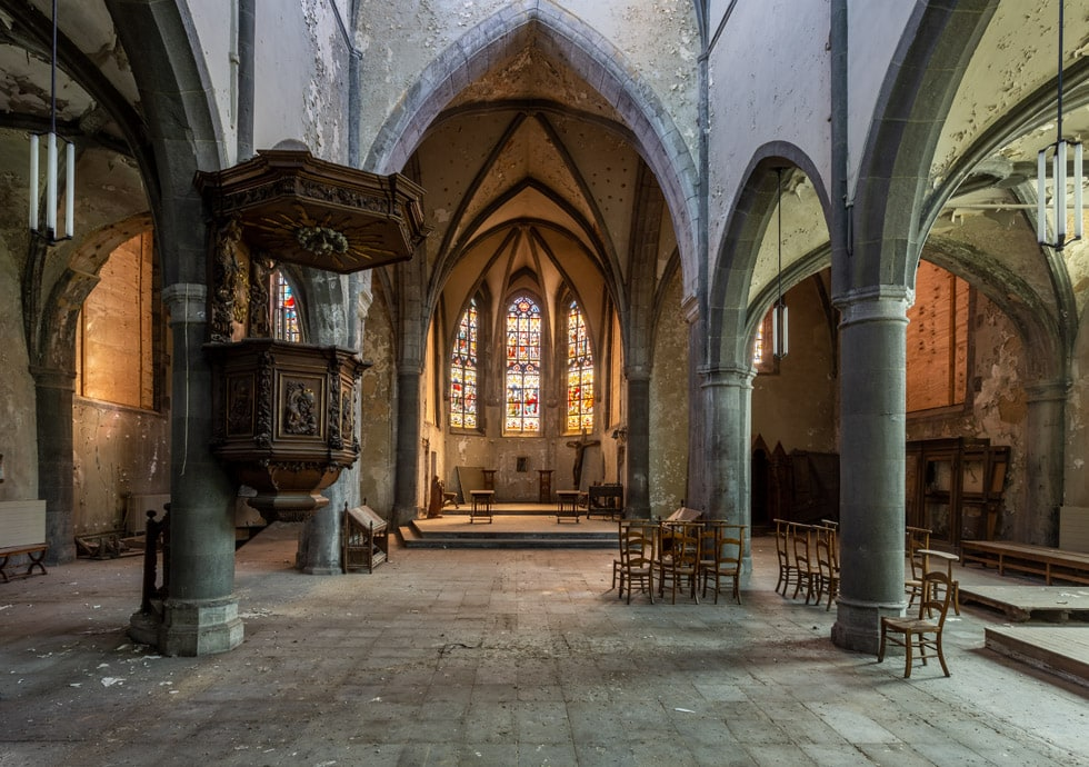 Bone Church.  Een urbex kerk in België.